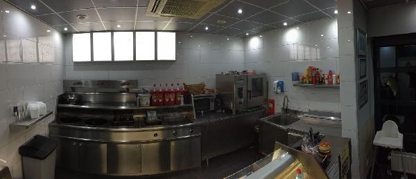 Cafetaria/snackbar te koop in dorpskern; zowel pand als inventaris. Mooi pand en jonge inventaris te koop; dit bedrijf is instapklaar. foto 6