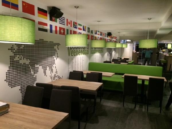 Cafetaria & Grillroom met ruim terras in centrum Veenendaal foto 6
