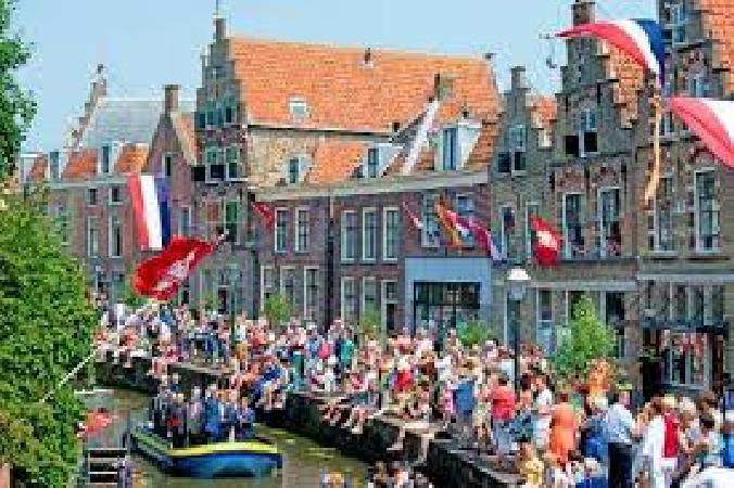 Café met 2 terrassen aan de Gracht en aanlegplaats rondvaartboot   foto 10