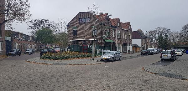 Eetcafé op driesprong aan doorgaande weg vanuit het centrum Deventer