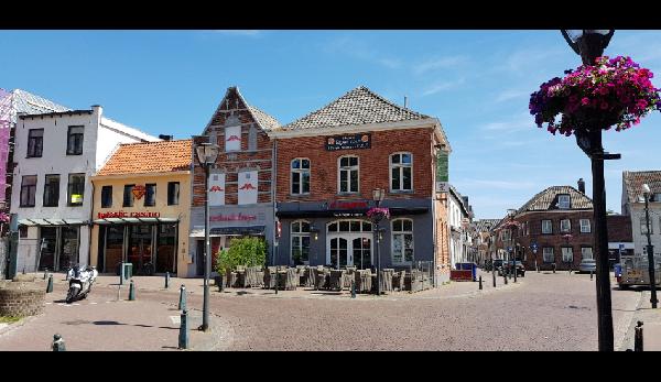 Zeer gewilde locatie in het centrum van vestigstad Hulst. Nieuwe inventaris. foto 1